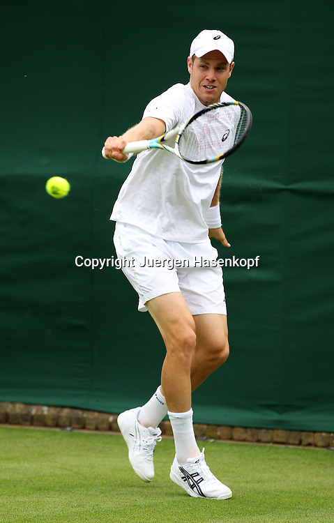 Wimbledon Championships 2013, AELTC,London,<br /> ITF Grand Slam Tennis Tournament, Julian Reister(GER),Aktion,Einzelbild,Ganzkoerper,Hochformat,