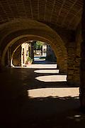 Place de les Voltes, Peratallada, Catalunya