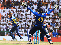October 20, 2018 - Kandy, Sri Lanka - Sri Lankan cricketer Akila Dananjaya appeals during the 4th One Day International cricket match between Sri Lanka and England at the Pallekele International Cricket Stadium  Sri Lanka. Saturday 20 October 2018  (Credit Image: © Tharaka Basnayaka/NurPhoto via ZUMA Press)