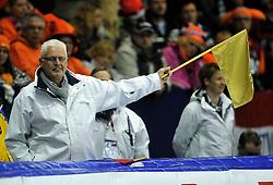 03-12-2011 SCHAATSEN: ESSENT ISU WORLD CUP: HEERENVEEN <br />Jury, Scheidsrechter vlag, gouden vlag item schaatsen<br />©2011-FotoHoogendoorn.nl