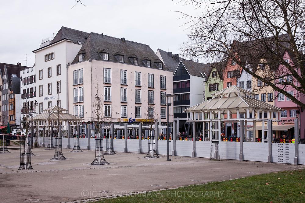 Cologne, Germany, 7. January 2018, flood of the river Rhine, mobile flood protection wall at the Fish market in the historic part of the town. <br /> <br /> K&ouml;ln, Deutschland, 7. Januar 2018, Hochwasser des Rheins, mobile Hochwasserschutzwand am Fischmarkt in der Altstadt.