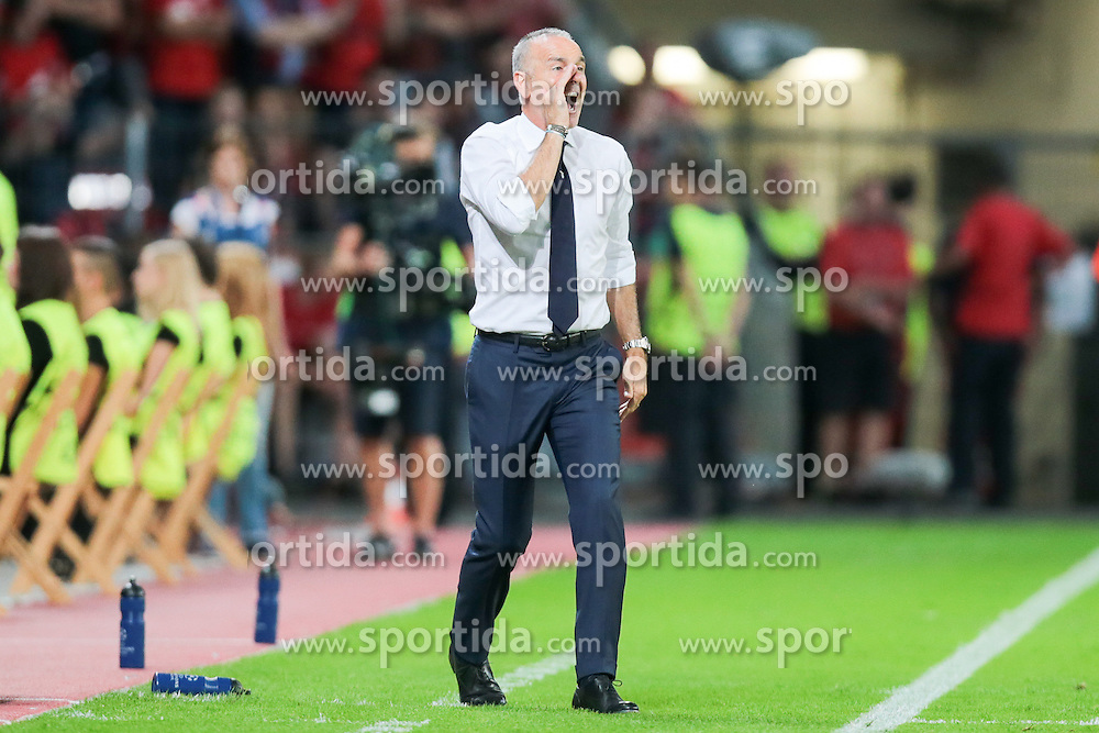 26.08.2015, BayArena, Leverkusen, GER, UEFA CL, Bayer 04 Leverkusen vs Lazio Rom, Playoff, R&uuml;ckspiel, im Bild Stefano Piolo (Trainer, Lazio Rom) // during UEFA Champions League Playoff 2nd Leg match between Bayer 04 Leverkusen and SS Lazio at the BayArena in Leverkusen, Germany on 2015/08/26. EXPA Pictures &copy; 2015, PhotoCredit: EXPA/ Eibner-Pressefoto/ Deutzmann<br /> <br /> *****ATTENTION - OUT of GER*****