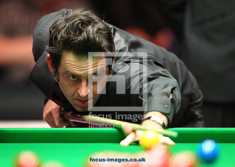 Picture by Paul Terry/Focus Images Ltd +44 7545 642257<br /> 18/01/2014<br /> Ronnie O'Sullivan plays a shot during The Masters semi final at Alexandra Palace, London.