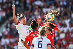 2019?6?17?.    ?????????——F??????????.    6?16?????????????????????.    ???????????2019??????????F??????????3?0??????.    ?????????..(SP)FRANCE-PARIS-SOCCER-FIFA WOMEN'S WORLD CUP-USA VS CHI.Carli Lloyd (1st L) of the United States vies for header during a Group F match between the united States and Chile at the 2019 FIFA Women's World Cup in Paris, France, June 16, 2019. The United States won 3-0. (Credit Image: © Xinhua via ZUMA Wire)