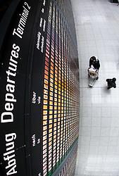 THEMENBILD, Airport Muenchen, Franz Josef Strauß (IATA: MUC, ICAO: EDDM), Der Flughafen Muenchen zählt zu den groessten Drehkreuzen Europas, rund 100 Fluggesellschaften verbinden ihn mit 230 Zielen in 70 Laendern, im Bild Passagiere vor der Abflug Informationstafel // THEME IMAGE, FEATURE - Airport Munich, Franz Josef Strauss (IATA: MUC, ICAO: EDDM), The airport Munich is one of the largest hubs in Europe, approximately 100 airlines connect it to 230 destinations in 70 countries. picture shows: Passengers before the flight information board, Munich, Germany on 2012/05/06. EXPA Pictures © 2012, PhotoCredit: EXPA/ Juergen Feichter