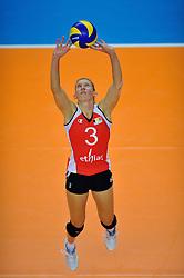 30-10-2011 VOLLEYBAL: NEDERLAND - BELGIE: ZWOLLE <br /> Nederland wint de tweede oefenwedstrijd met 3-2 van Belgie / Frauke Dirickx<br /> ©2011-WWW.FOTOHOOGENDOORN.NL