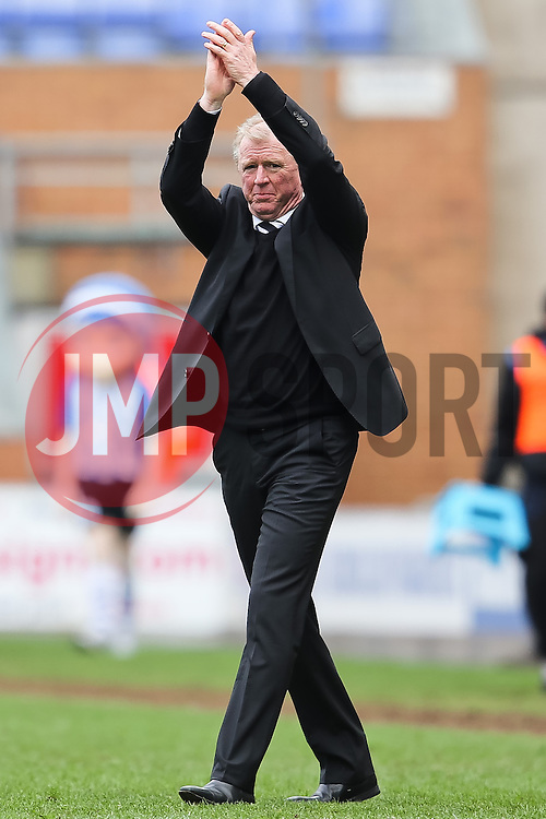 Derby County Manager, Steve McClaren applauds the away support after the final whistle - Photo mandatory by-line: Matt McNulty/JMP - Mobile: 07966 386802 - 06/04/2015 - SPORT - Football - Wigan - DW Stadium - Wigan Athletic v Derby County - SkyBet Championship