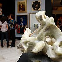 Toluca, México.- El Instituto Mexiquense de Cultura (IMC), inició por décima segunda ocasión el tradicional Tianguis de Arte, conformado por pintura, escultura y fotógrafía, éstos estarán ubicados en el Centro Cultural Mexiquense de Toluca y en el Centro Cultural Mexiquense Bicentenario, en Texcoco. Agencia MVT / Arturo Hernández S.