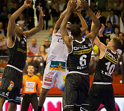 17.05.2015, Walfersamhalle, Kapfenberg, AUT, ABL, ece Bulls Kapfenberg vs magnofit Guessing Knights, 3. Semifinale, im Bild v.l.: Travis Taylor (Guessing) Nicchaeus Doaks (Kapfenberg) Christopher Dunn (Guessing) Moschik Ian (Kapfenberg) // during the Austrian Basketball League, 3th semifinal, between ece Bulls Kapfenberg and magnofit Guessing Knights at the Sportscenter Walfersam, Kapfenberg, Austria o00000n 2015/05/17, EXPA Pictures © 2015, PhotoCredit: EXPA/ Dominik Angerer