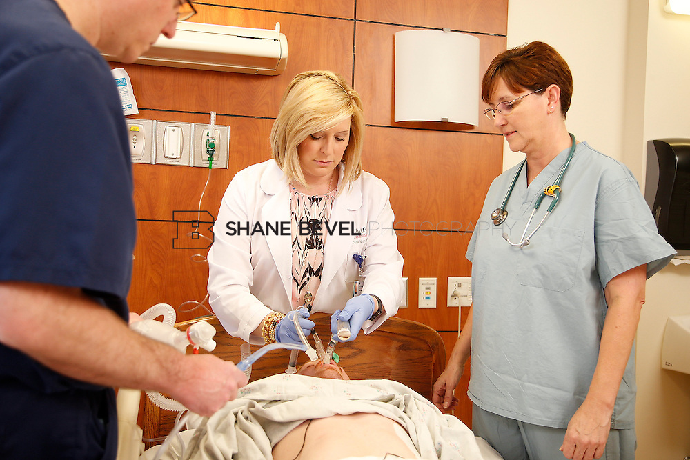 1/28/16 2:57:24 PM --  Stock photography of nurses and techs at Saint Francis Hospital South. <br /> <br /> Photo by Shane Bevel