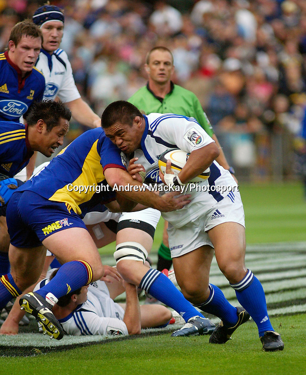 Keven Mealamu during the Rebel Sport Super 14 Round 2 match between the Highlanders and the Blues at Carisbrook, Dunedin, New Zealand on Friday 17 February, 2006. The Highlanders defeated the Blues 25-13. Photo: Andrew MacKay/PHOTOSPORT