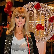 NLD/Amstelveen/20120216 - Presentatie Charityarmband Rode Kruis, Daphne Deckers