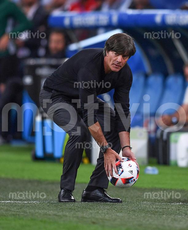 FUSSBALL EURO 2016 HALBFINALE IN MARSEILLE  Deutschland - Frankreich                 07.07.2016 Trainer Joachim Loew (Deutschland) mit dem Ball an der Seitenlinie