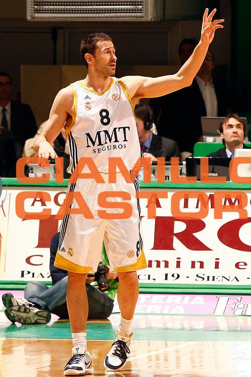 DESCRIZIONE : Siena Eurolega 2009-10 Top 16 Montepaschi Siena Real Madrid<br /> GIOCATORE : Marko Jaric<br /> SQUADRA : Real Madrid<br /> EVENTO : Eurolega 2009-2010<br /> GARA : Montepaschi Siena Real Madrid<br /> DATA : 11/02/2010 <br /> CATEGORIA : ritratto<br /> SPORT : Pallacanestro <br /> AUTORE : Agenzia Ciamillo-Castoria/P.Lazzeroni<br /> Galleria : Eurolega 2009-2010 <br /> Fotonotizia : Siena Eurolega 2009-10 Top 16 Montepaschi Siena Real Madrid<br /> Predefinita :