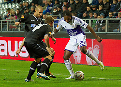 20.10.2011, UPC Arena, Graz, AUT, UEFA Europa League, Sturm Graz vs RSC Anderlecht, im Bild Dieudonne Mbokani Bezua (RSC Anderlecht, Offense, #25) gegen Martin Ehrenreich (SK Sturm Graz, #17, Defense) und Patrick Wolf (SK Sturm Graz, #33, Midfield) // during UEFA Europa League football game between Sturm Graz and RSC Anderlecht at UPC Arena in Graz, Austria on 20/10/2011. EXPA Pictures © 2011, PhotoCredit: EXPA/ E. Scheriau