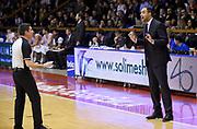 DESCRIZIONE : Reggio Emilia Campionato Lega A 2015-16 Grissin Bon Reggio Emilia Openjobmetis Varese<br /> GIOCATORE : Paolo Moretti<br /> CATEGORIA : Allenatore Coach Fair Play Arbitro Referee Composizione<br /> SQUADRA : Openjobmetis Varese<br /> EVENTO : Campionato Lega A 2015-16<br /> GARA : Grissin Bon Reggio Emilia Openjobmetis Varese<br /> DATA : 27/12/2015<br /> SPORT : Pallacanestro <br /> AUTORE : Agenzia Ciamillo-Castoria/A.Giberti<br /> Galleria : Campionato Lega A 2015-16  <br /> Fotonotizia : Reggio Emilia Campionato Lega A 2015-16 Grissin Bon Reggio Emilia Openjobmetis Varese<br /> Predefinita :
