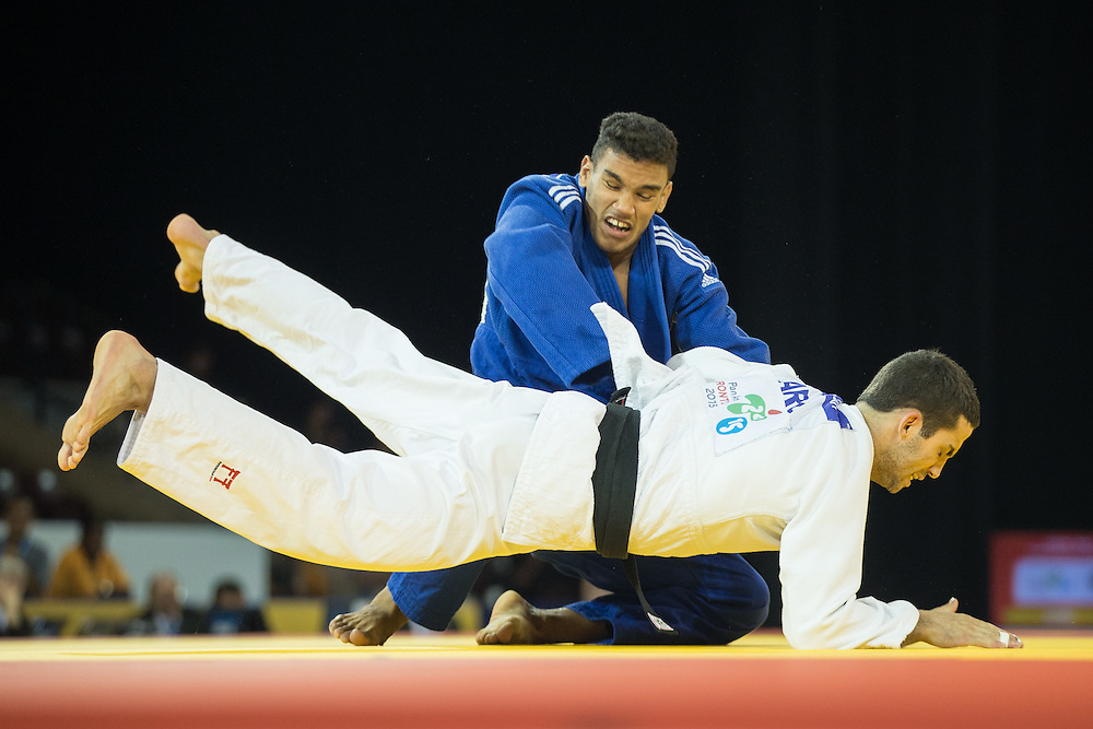Magdeil Estrada of Cuba throws Alejandro Clara during their gold medal contest in the men's judo 73kg class at the 2015 Pan American Games in Toronto, Canada, July 12,  2015.   AFP PHOTO/GEOFF ROBINS
