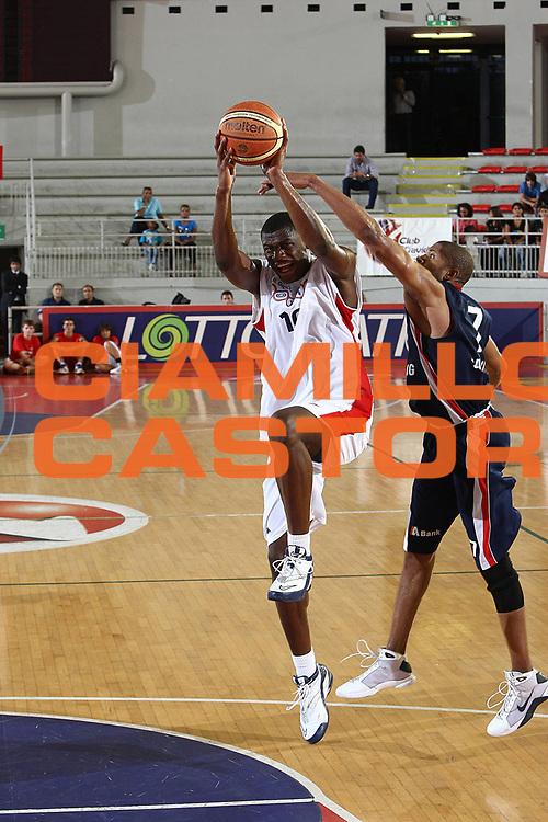 DESCRIZIONE : Roma Lega A 2009-10 Basket Amichevole Lottomatica Virtus Roma Efes Pilsen Istanbul<br /> GIOCATORE : Herve Toure<br /> SQUADRA : Lottomatica Virtus Roma <br /> EVENTO : Campionato Lega A 2009-2010 <br /> GARA : Lottomatica Virtus Roma Efes Pilsen Istanbul<br /> DATA : 17/09/2009<br /> CATEGORIA : passaggio <br /> SPORT : Pallacanestro <br /> AUTORE : Agenzia Ciamillo-Castoria/C.De Massis