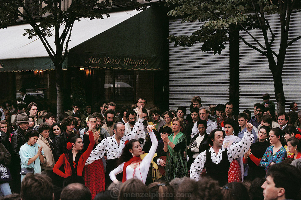 Fete D'Ete: music festival. Spanish flamenco dancers on the Boulevard St. Germain in front of the cafe Aux Deux Magots. Paris, France.
