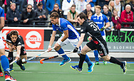 UTRECHT - Bjorn Kellerman (Kampong)   met Fergus Kavanagh (A'dam) en Boris Burkhardt (A'dam) tijdens de 2e finale van de play-offs om de landtitel tussen de heren van Kampong en Amsterdam  (1-2) . Zondag volgt er een derde en beslissende wedstrijd. COPYRIGHT  KOEN SUYK