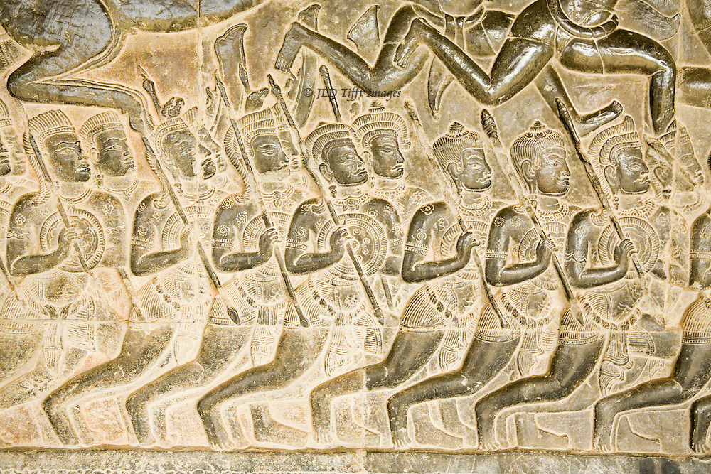 Angkor Wat : carved wall reliefs. West gallery, battle of Kurukshetra between Kauravas and Pandavas. Detail of running line of warriors.
