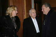 Sophie de Stempel, Ian Holm and Terry Gillian. the Triumph of Painting. Part 1. The Saatchi Gallery. 25 January 2005. ONE TIME USE ONLY - DO NOT ARCHIVE  © Copyright Photograph by Dafydd Jones 66 Stockwell Park Rd. London SW9 0DA Tel 020 7733 0108 www.dafjones.com