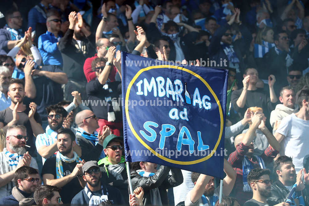 "Foto Filippo Rubin<br /> 26/03/2017 Ferrara (Italia)<br /> Sport Calcio<br /> Spal vs Frosinone - Campionato di calcio Serie B ConTe.it 2016/2017 - Stadio ""Paolo Mazza""<br /> Nella foto: I TIFOSI DELLA SPAL<br /> <br /> Photo Filippo Rubin<br /> March 26, 2017 Ferrara (Italy)<br /> Sport Soccer<br /> Spal vs Frosinone - Italian Football Championship League B ConTe.it 2016/2017 - ""Paolo Mazza"" Stadium <br /> In the pic: SPAL FANS"