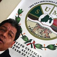 Toluca, Mex.- El SUMAEM en conferencia de prensa informó que la Comisión de Derechos Humanos del estado pidió a la Secretaria de Educación reinstale a los 14 maestros despedidos injustificadamente; y la justicia federal ordeno revisar presuntas irregularidades cometidas por la autoridad laboral del estado en la toma de nota de este sindicato de maestros. Agencia MVT / Crisanta Espinosa. (DIGITAL)<br /> <br /> <br /> <br /> NO ARCHIVAR - NO ARCHIVE