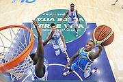 DESCRIZIONE : Campionato 2014/15 Dinamo Banco di Sardegna Sassari - Vanoli Cremona<br /> GIOCATORE : Kenny Hayes<br /> CATEGORIA : Tiro Penetrazione Sottomano Special<br /> SQUADRA : Vanoli Cremona<br /> EVENTO : LegaBasket Serie A Beko 2014/2015<br /> GARA : Dinamo Banco di Sardegna Sassari - Vanoli Cremona<br /> DATA : 10/01/2015<br /> SPORT : Pallacanestro <br /> AUTORE : Agenzia Ciamillo-Castoria / Luigi Canu<br /> Galleria : LegaBasket Serie A Beko 2014/2015<br /> Fotonotizia : Campionato 2014/15 Dinamo Banco di Sardegna Sassari - Vanoli Cremona<br /> Predefinita :