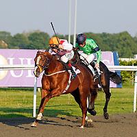 London Citizen and Luke Morris winning the 7.00 race