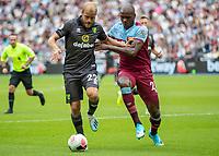 Football - 2019 / 2020 Premier League - West Ham United vs. Norwich <br /> <br /> Teemu Pukki (Norwich City) tries to fend off Angelo Ogbonna (West Ham United) at the London Stadium<br /> <br /> COLORSPORT/DANIEL BEARHAM