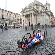 Roma 02/04/2017 <br /> Maratona di Roma 2017<br /> il passaggio a via del Corso con la basilica di Santa Maria in Montesanto