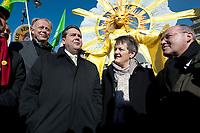 """2012, BERLIN/GERMANY:<br /> Juergen Trittin, B90/Gruene Fraktionsvorsitzender, Sigmar Gabriel, SPD Parteivorsitzender, Renate Kuenast, B90/Gruene Fraktionsvorsitzende, und Gregor Gysi, Die Linke Fraktionsvorsitzender, (v.L.n.R.), Kundgebung gegen das Solarausstiegsgesetz und gegen das Scheitern der Energiewende unter dem Motto: """"Stoppt den Solar-Ausstieg"""", vor dem Brandenburger Tor<br /> IMAGE: 20120305-01-017<br /> KEYWORDS: Sonnenenergie, Demo, Demostration, Demonstrant, Demonstraten, Jürgen Trittin, Renate Künastn, Solarwirtschaft, Subventionen"""