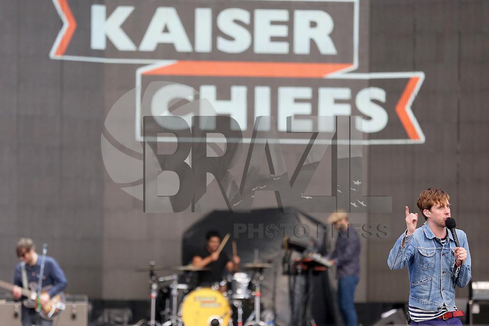 PORTO ALEGRE, RS, 21.01.2015 - FOO FIGHTERS EM PORTO ALEGRE - Kaiser Chiefs durante show de abertura para a banda Foo Fighters na FIERGS em Porto Alegre, nesta quarta-feira, 21. (Foto: Pedro H. Tesch / Brazil Photo Press).