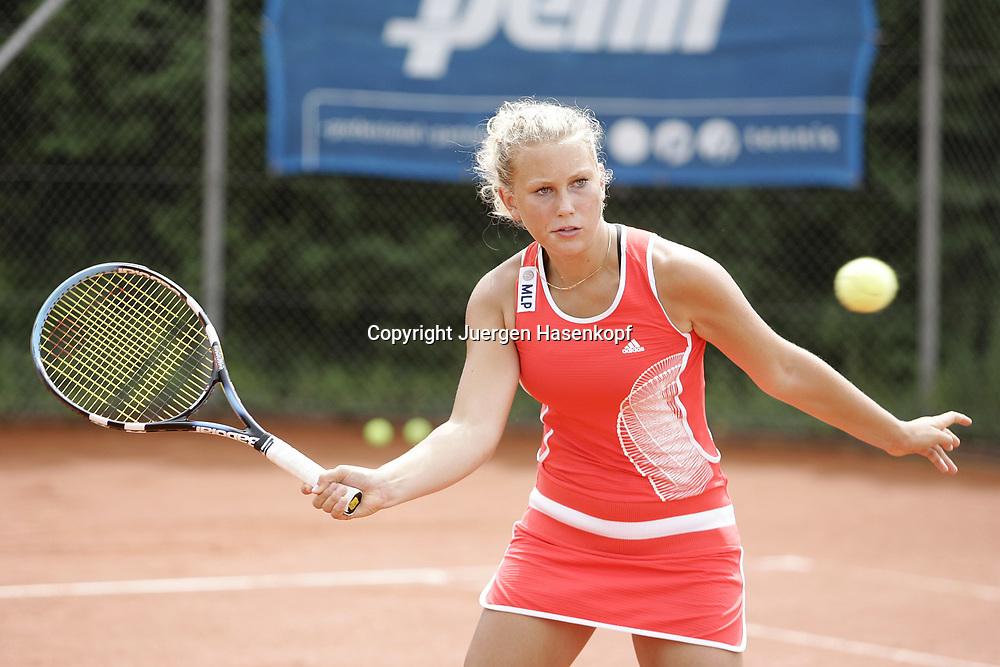 MLP Tennis Base in Oberhaching bei Muenchen, Leistungszentrum vom Bayerischen Tennisverband, BTV,<br /> Nachwuchs, Juniorin, Spielerin  Nina Killi (GER), 08.07.2006.