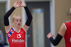 17-03-2018 NED: Prima Donna Kaas Huizen - VC Sneek, Huizen<br /> PDK verliest kansloos met 3-0 van Sneek / Ellen van Wijnen #3