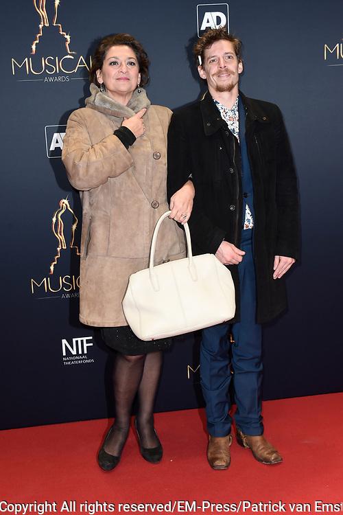 Musical Awards Gala 2016 in het Beatrix Theater Utrecht<br /> <br /> Op de foto:  Annet Malherbe met haar zoon