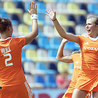 MONCHENGLADBACH - Junior World Cup<br /> Pool A: The Netherlands - USA<br /> photo: Lieke van Wijk scores and celebrates with Xan de Waard.<br /> COPYRIGHT FRANK UIJLENBROEK FFU PRESS AGENCY