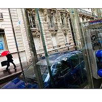 """Autor de la Obra: Aaron Sosa<br /> Título: """"Serie: París""""<br /> Lugar: París - Francia<br /> Año de Creación: 2008<br /> Técnica: Captura digital en RAW impresa en papel 100% algodón Ilford Galeríe Prestige Silk 310gsm<br /> Medidas de la fotografía: 33,3 x 22,3 cms<br /> Medidas del soporte: 45 x 35 cms<br /> Observaciones: Cada obra esta debidamente firmada e identificada con """"grafito – material libre de acidez"""" en la parte posterior. Tanto en la fotografía como en el soporte. La fotografía se fijó al cartón con esquineros libres de ácido para así evitar usar algún pegamento contaminante.<br /> <br /> Precio: Consultar<br /> Envios a nivel nacional  e internacional."""