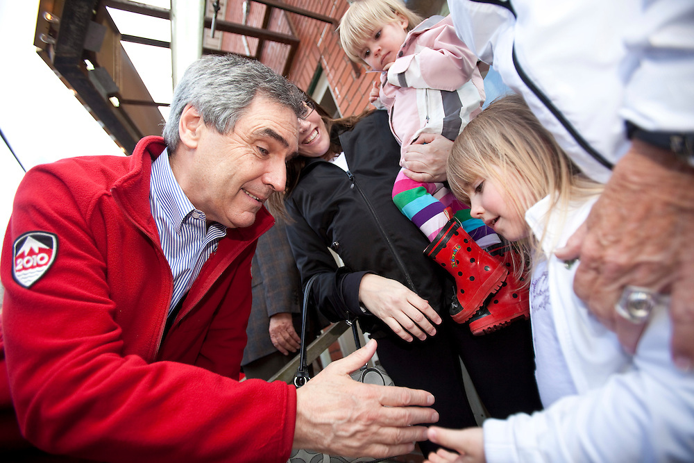 Liberal leader Michael Ignatieff shakes hands with a young supporter at a campaign stop in London, Ontario, Friday April 19, 2011.<br /> REUTERS/Geoff Robins (CANADA)