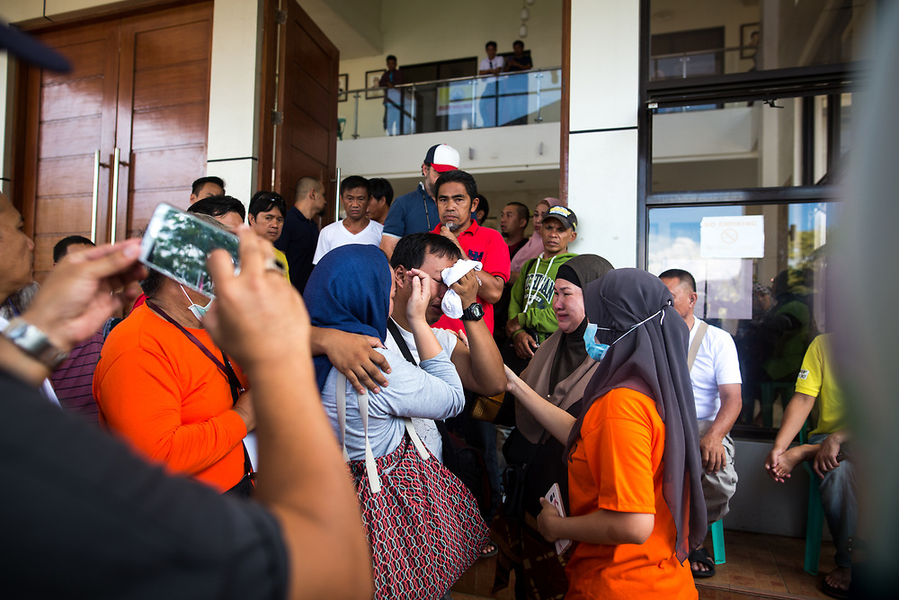 MARAWI, PHILIPPINES - JUNE 4: Displaced residents cry upon meeting his family in Provincial Capitol Complex while government troops are trying to recover families who are left behind in the outskirts of Marawi City in southern Philippines, June 4, 2017. Philippine Arm Forces and Marines continue to advance their positions as more soldiers reinforce to fight the Maute group in Marawi City, Mindanao, Philippines. (Photo: Richard Atrero de Guzman/ANADOLU Agency)