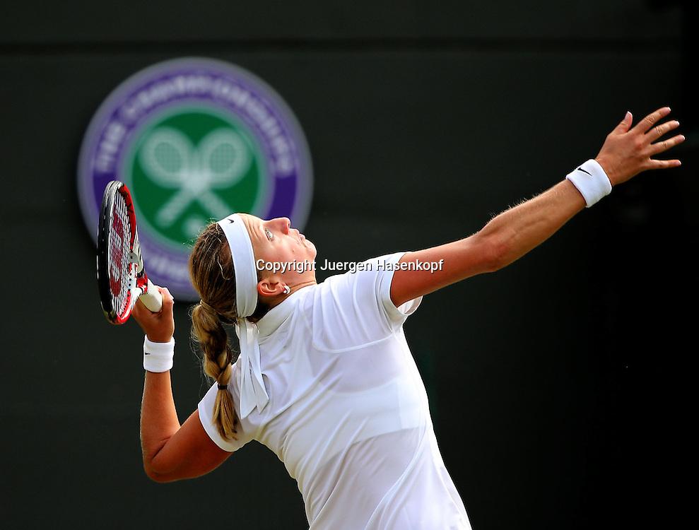 Wimbledon Championships 2014, AELTC,London,<br /> ITF Grand Slam Tennis Tournament,<br /> Petra Kvitova  (CZE),Aktion,Aufschlag,Einzelbild,<br /> Halbkoerper,Querformat,