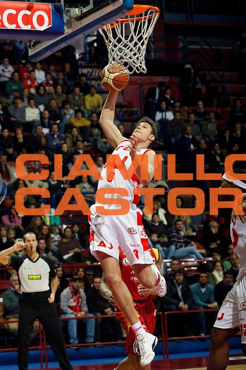 DESCRIZIONE : Milano Lega A1 2007-08 Armani Jeans Milano Lottomatica Virtus Roma<br /> GIOCATORE : Danilo Gallinari<br /> SQUADRA : Armani Jeans Milano<br /> EVENTO : Campionato Lega A1 2007-2008<br /> GARA : Armani Jeans Milano Lottomatica Virtus Roma<br /> DATA : 18/11/2007<br /> CATEGORIA : Rimbalzo<br /> SPORT : Pallacanestro<br /> AUTORE : Agenzia Ciamillo-Castoria/G.Cottini