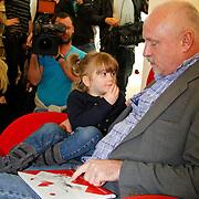 NLD/Amsterdam/20111114 - Presentatie Sinterklaasboeken Douwe Egberts & C1000, Arjan Ederveen leest voor