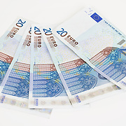 Nederland Barendrecht 29 maart 2009 20090329 Foto: David Rozing ..bankbiljetten, valuta, betaalmiddel,  20,  twintig, kosten,papiergeld,biljet,biljetten,bankbiljet,bankbiljetten,eurobiljet,eurobiljetten, betaalmiddelen,recessie, kredietcrisis, economie,.money , euro stockbeeld, stockfoto, stock, studio opname, illustratie.Foto: David Rozing