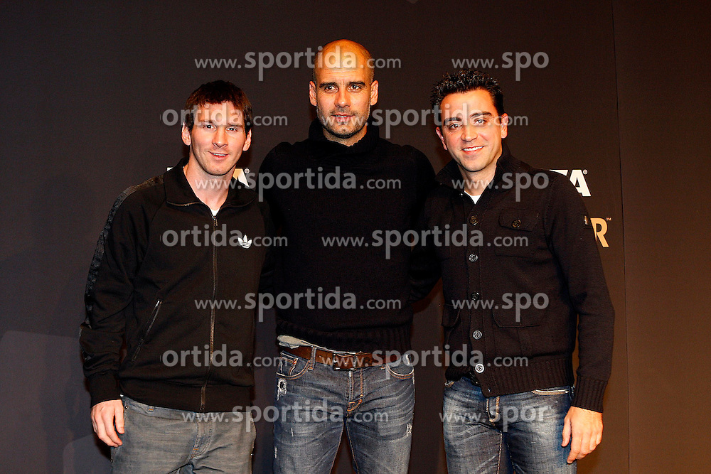 09.01.2011, Kongresshaus, Zürich, SUI, FIFA Ballon D'Or 2011, im Bild Pep Guardiola Lionel Messi Xavi Barcellona // during Press conferenc of FIFA Ballon D'Or 2011 at Kongresshaus Zuerich, Switzerland on 2012/01/09. EXPA Pictures © 2012, PhotoCredit: EXPA/ Insidefoto/ Paolo Nucci..***** ATTENTION - for AUT, SLO, CRO, SRB, SUI and SWE only *****