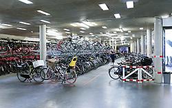 THEMENBILD - Mit dieser Fahrradparkanlage unter dem 18 Septemberplein moechte Eindhoven es erleichtern die Stadt mit dem Rad zu besichtigen. Das Straßenbild bleibt dabei erhalten, weil alle Fahrraeder unterirdisch geparkt werden. Aufgenommen am 25. Juli 2016 // With this bicycle parking facility under the 18 Septemberplein, Eindhoven want to stimulate its residents to visit the centre of Eindhoven by bike. The street scene is neat since all the bicycles are parked underground, Eindhoven, Netherlands on 2016/07/25. EXPA Pictures © 2016, PhotoCredit: EXPA/ Sebastian Pucher