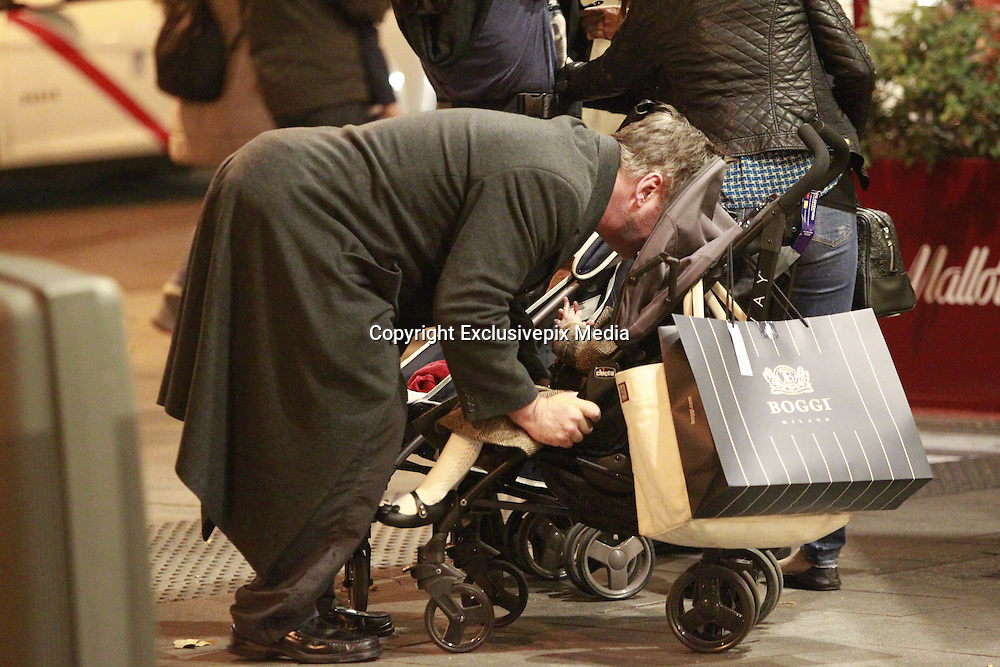 MADRID, SPAIN, 2015, DECEMBER 15 <br /> <br /> Alec Baldwin, a great lover of Spain, visiting Madrid for Christmas to do some shopping and enjoy the city, with his wife Hilaria and their two children, Carmen and Rafael<br /> &copy;Exclusivepix Media