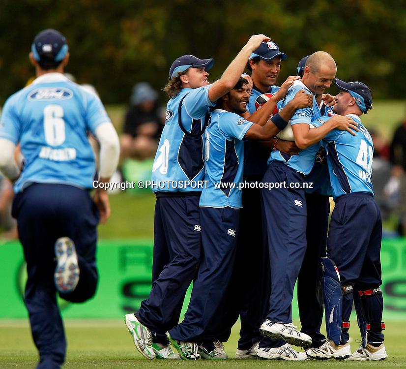 The Auckland team celebrate the win. Canterbury Wizards v Auckland Aces in the One Day Competition Final. QEII Park, Christchurch, New Zealand. Sunday, 13 February 2011. Joseph Johnson / PHOTOSPORT.