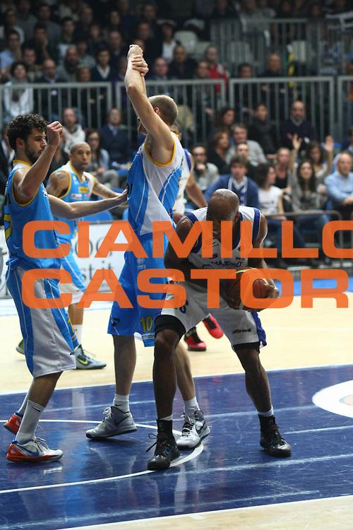 DESCRIZIONE : Cantu Lega A 2012-2013 chebolletta Cantu Vanoli Cremona<br /> GIOCATORE : Alex Tyus<br /> SQUADRA : chebolletta Cantu<br /> EVENTO : Campionato Lega A 2012-2013<br /> GARA : chebolletta Cantu Vanoli Cremona<br /> DATA : 11/11/2012<br /> CATEGORIA : Rimbalzo<br /> SPORT : Pallacanestro<br /> AUTORE : Agenzia Ciamillo-Castoria/F.Zovadelli<br /> GALLERIA : Lega Basket A 2012-2013<br /> FOTONOTIZIA : Cantu Campionato Italiano Lega A 2012-13 chebolletta Cantu Vanoli Cremona<br /> PREDEFINITA :